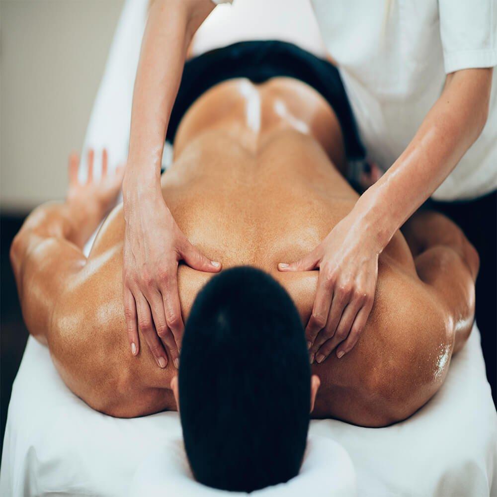 man getting deeptissue massage
